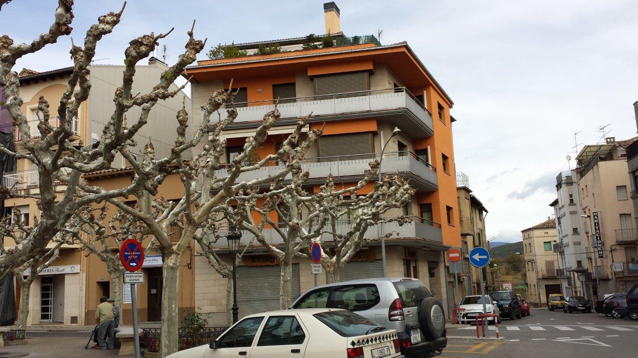 Edifici Plurifamiliar de 3 Habitatges, i Planta Baixa Comercial 2